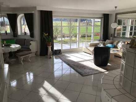 Wohnung in der Villa auf dem Land