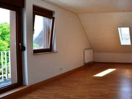 Charmante Single-Wohnung! 1,5-Zimmer-DG-Wohnung mit Balkon