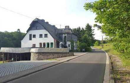 ZWANGSVERSTEIGERUNG - Mehrfamilienwohnhaus mit großem Grundstück
