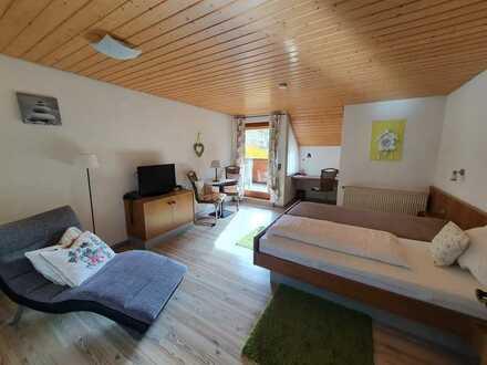 Gepflegte 1-Zimmer-Dachgeschosswohnung mit Balkon und EBK in Bad Teinach-Zavelstein