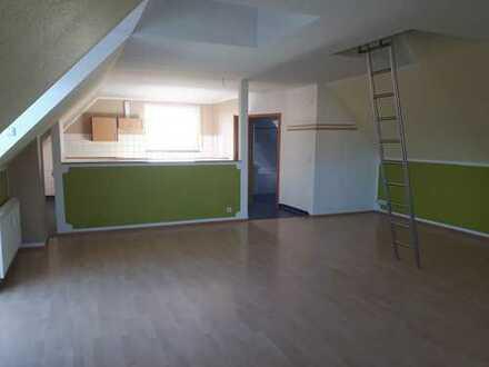 Geräumige, helle 2-Zimmer-DG-Wohnung mit Garten zur Miete in Ohorn