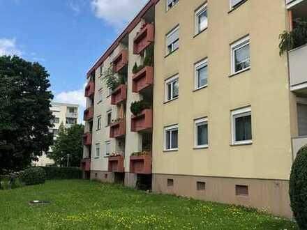 Erstbezug nach Sanierung mit Balkon: 2-Zimmer-Wohnung in Nürnberg für 2 Personen, keine WG