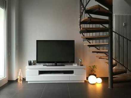 Stilvolle, neuwertige 2-Zimmer-Maisonette-Wohnung mit Balkon und EBK in Ludwigsburg