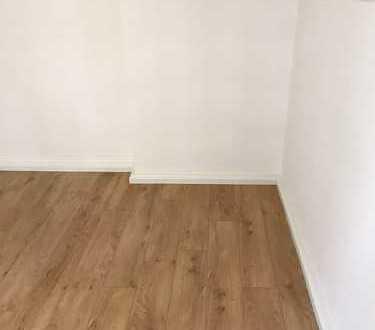 Schönes Zimmer mit 16qm2 in Luxuswohnung. Eigenes WC! Top Ausstattung!