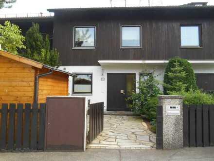 gepflegtes möbliertes Zimmer in WG mit Einbauküche, Garten, Wohnzimmer in München (Kreis)