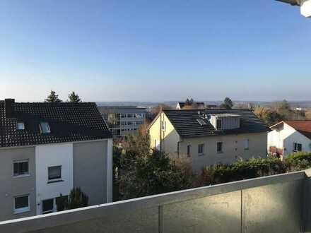 Sanierte 2-Raum-Dachgeschosswohnung mit Balkon und Einbauküche in Markdorf