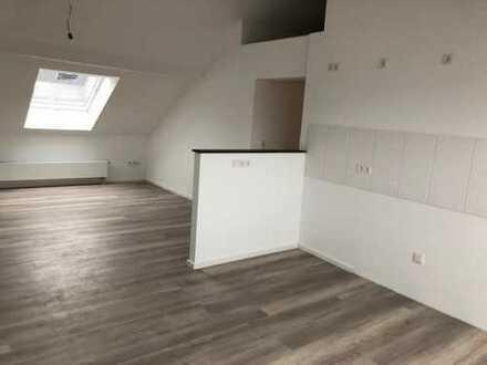 Erstbezug nach Sanierung: ansprechende 2-Zimmer-DG-Wohnung zur Miete in Siegburg