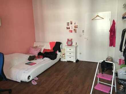 Helles 25qm Zimmer in 3er Frauen Wg Zentrum Frankfurt - 4 Gehminuten Konstablerwache
