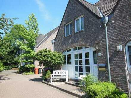 Schicke Doppelhaushälfte im Landhausstil in ruhiger, ländlicher Umgebung mit Süd/West Garten