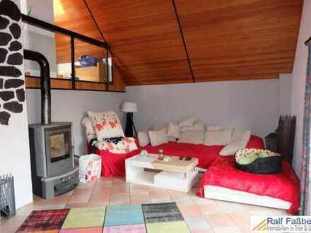Kasel, geräumiges Wohnhaus mit Einbauküche, Kamin und großer Terrasse