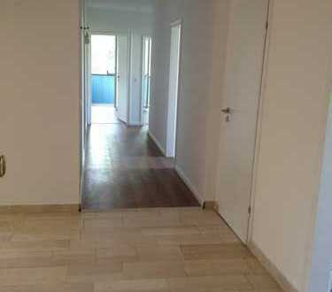 Erstbezug nach Sanierung: exklusive 3,5-Zimmer-Wohnung mit EBK und Balkon in Bremen