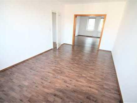 *Zentral und großzügig* 2,5 Zimmer Wohnung mit Garage