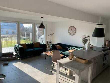 Schöne 3-Zimmer Wohnung (FBH, EBK, Terrasse)