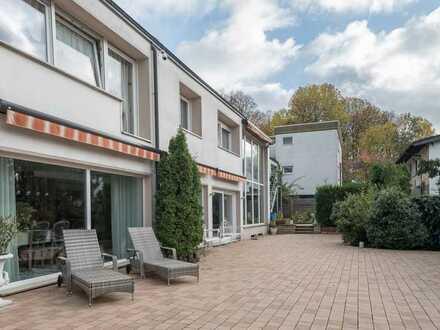 Geschmackvolles Architektenhaus mit großem Garten und Einliegerwohnung
