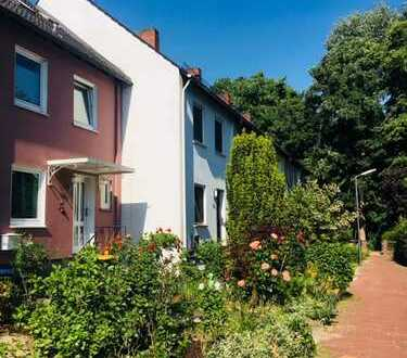 Sehr geräumiges 5 Zimmer Reihenhaus mit Garten, Vollkeller in schöner naturnaher Lage!