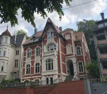 Freundliche, vollständig renovierte 4-Zimmer-Dachgeschosswohnung zur Miete in Wuppertal