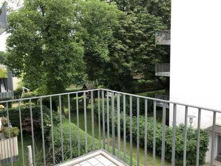 Moderne, vollständig renovierte 2-Zimmer-Wohnung mit Balkon und Einbauküche in München