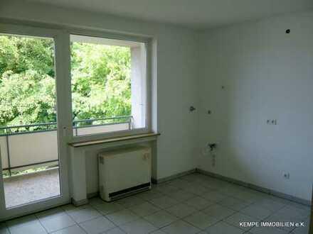 helle, gepflegte 2 Raum Wohnung mit Balkon, Bad mit Fenster in zentraler Lage von Essen-Bergerhausen