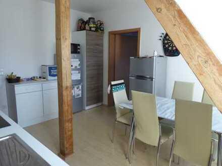 Bothfeld - helle 2,5-Zimmer-Wohnung mit Tageslichtbad und großer Wohnküche im Obergeschoß