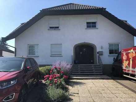 Gepflegte 4-Zimmer-Wohnung mit Balkon und Einbauküche in Rüdesheim
