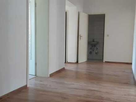 Frischrenovierte 4-Zimmer Wohnung in Zentrum zu vermieten