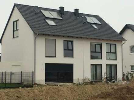 Neubau von einer attraktiven und modernen Doppelhaushälfte mit 8 m Breite inkl. 442 m² Grundstück