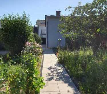 Schönes Haus mit 5,5 Zimmern, Garage, Garten und kl. Werkstatt in Dreieich Offenthal