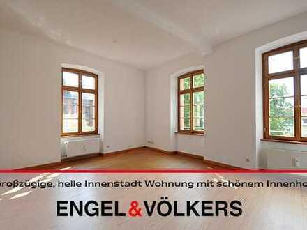 Großzügige, helle Innenstadt Wohnung mit schönem Innenhof!
