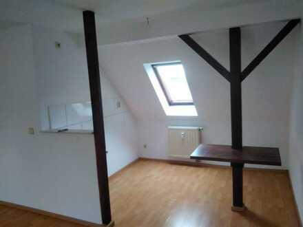 !! 1 MONAT KALTMIETFREI !! Herrliche Dachgeschosswohnung mit Balken- Renoviert 2 Zimmer Wohnung