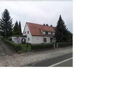 Doppelhaushälfte auf 450 m² Grundstück - 50 m zur Straßenbahn/Bus/Nightliner