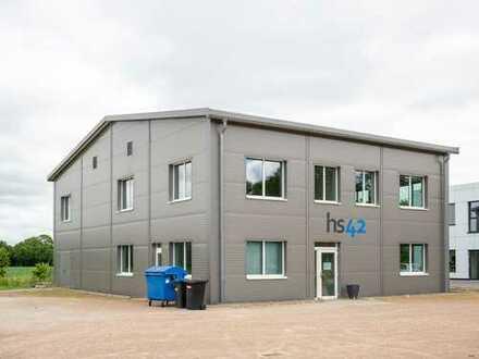Neuwertiges Bürogebäude mit Fertigung im Gewerbegebiet!