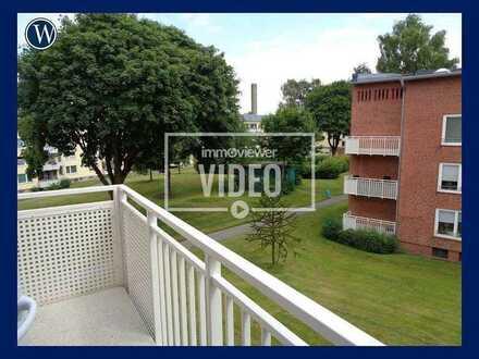 Zum Wohnfühlen! 3 Zimmer & 2 Balkone mit Blick ins Grüne + Einbauküche + guter Schnitt + Wannenbad