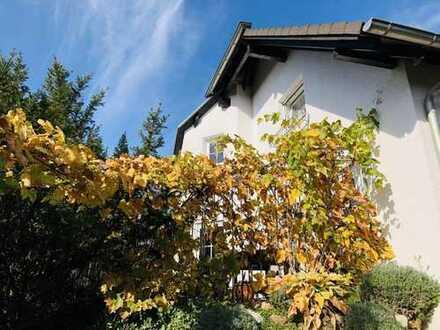 Modernes Einfamilienwohnhaus mit schönem Grundstück Garage und Carport