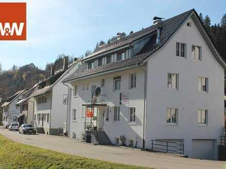 Teilweise modernisiertes Gästehaus mit Wirtewohnung mitten in Todtmoos