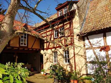 Dieses renovierte und vollumfänglich unter Denkmalschutz stehende barocke Ensemble hat Stil & Charme