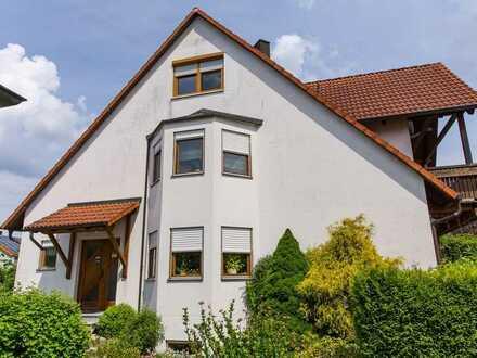 Gepflegte Doppelhaushälfte mit fünf Zimmern und EBK in Heroldsbach, Bayern - Heroldsbach