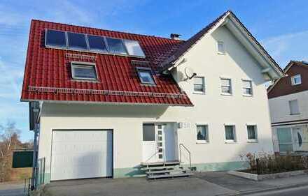 Teilsaniertes 1-2 Familienhaus mit sonnigem Garten