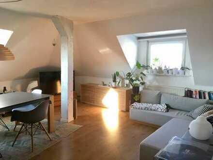 Teilvermietung: Gemütliche 3-Zimmer-DG-Wohnung mit Einbauküche in Altona-Nord, Hamburg