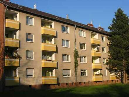 modernisierte 2- Zimmer-Wohnung mit Loggia im ruhigen Krefelder Westen