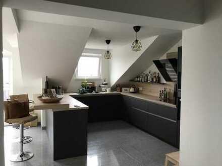Hochwertige 3-Zimmer-DG-Wohnung mit Balkon und Einbauküche in Lahnstein