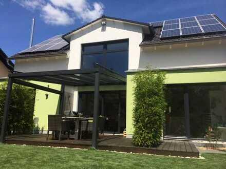 Wunderschönes freistehendes Einfamilienhaus mit uneinsehbarem Garten und Blick ins Grüne