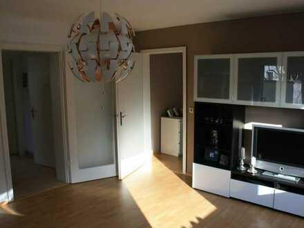 Gepflegte Hochparterre-Wohnung mit zwei Zimmern und EBK in Esslingen