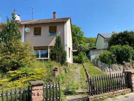 Renovierungsbedürftige Doppelhaushälfte in Gemünden