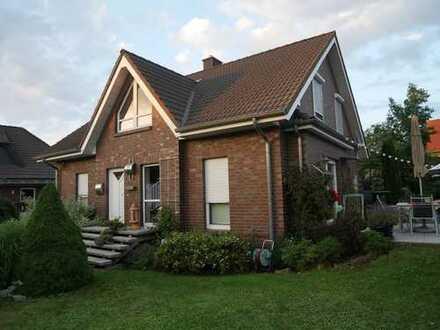 Schönes 1 Familienhaus mit Garage und Einstellplatz