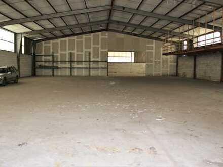 Lagerhalle mit großen Grundstück/Bauland in bevorzugter Lage