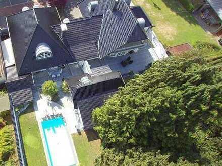Traumhafte Villa mit 2 Doppelgaragen, Pool und Poolhaus auf 1.545m² Grundstück in Haltern am See