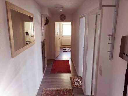 Stilvolle 3-Zimmer-DG-Wohnung mit Einbauküche in Stuttgart