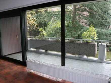 Renovierte Wohnung mit großer Terrasse, gepflegtes Ambiente in Köln-Marienburg
