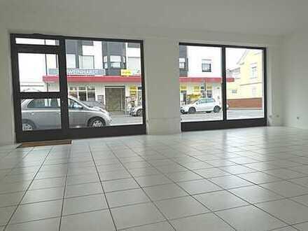 *** Mitten im Geschehen! Frisch renovierte Büro-/Praxisfläche direkt auf der Frankfurter Straße! ***