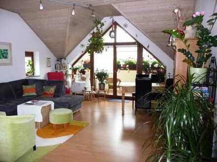 2,5-Zimmer Dachgeschoss-Wohnung mit Einbauküche, Balkon und Einzelgarage in Pfaffenhofen
